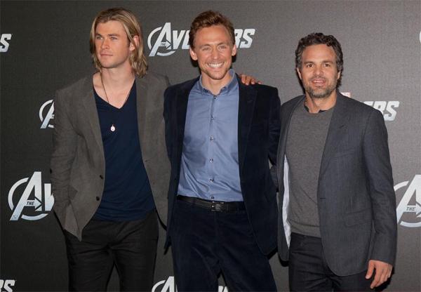 tom-hiddleston-thue-ca-rap-chieu-phim-de-di-xem-voi-taylor-1