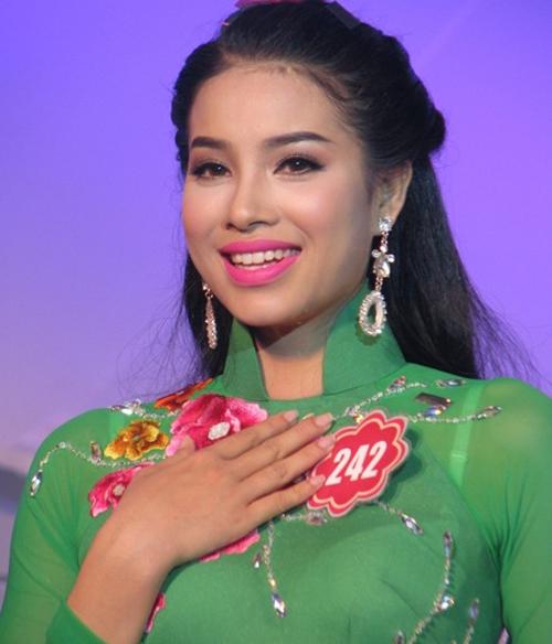 hanh-trinh-got-giua-nhan-sac-cua-pham-huong-sau-moi-cuoc-thi-9