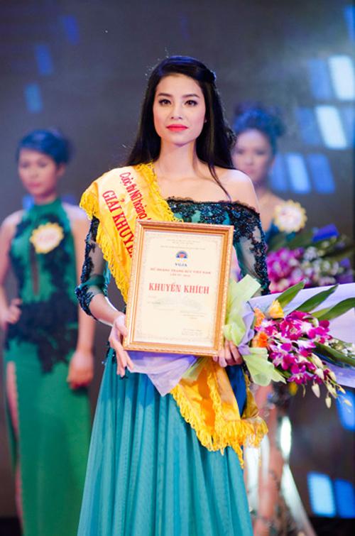 Năm 2013, cô đạt giải khuyến khích Nữ hoàng trang sức.