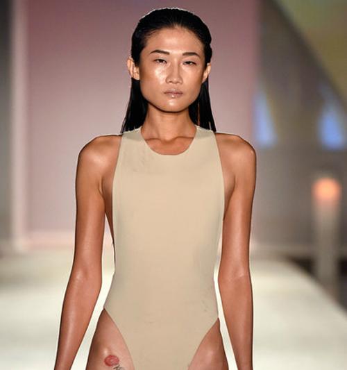 kha-my-van-trinh-dien-bikini-trong-show-thoi-trang-quoc-te-1