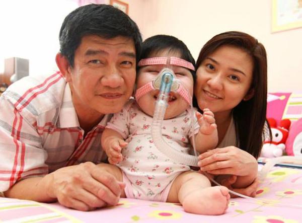 Teo Pei Shan bên bố mẹ. Ảnh: Stomp