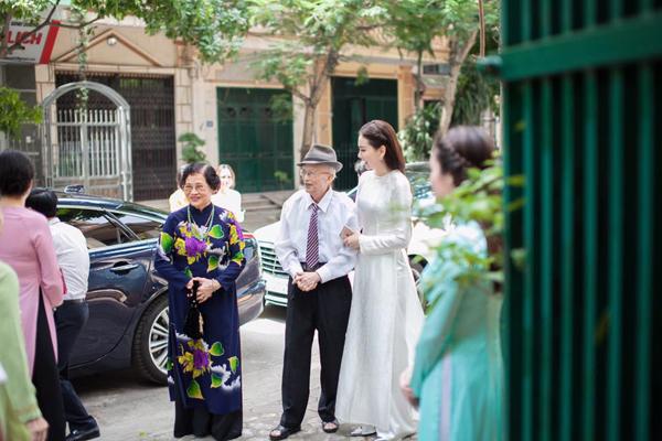 [Caption]. Với Mai Ngọc, lễ dạm ngõ là một bước khởi đầu quan trọng khi sắp bước vào cuộc sống hôn nhân.