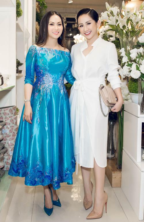2. Fashionista  doanh nhân Trâm Nguyễn là một trong những đàn em thân thiết đến chúc mừng Hà Phương, đồng thời dành tặng cho fan của nữ ca sĩ hải ngoại nhiều phần thưởng có giá trị.