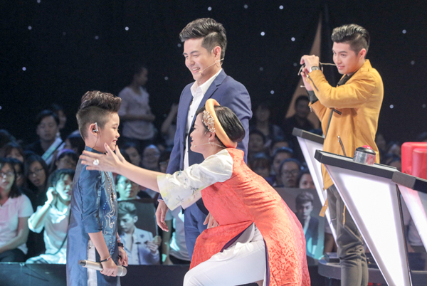be-10-tuoi-khoe-giong-hat-khung-tai-the-voice-kids-14