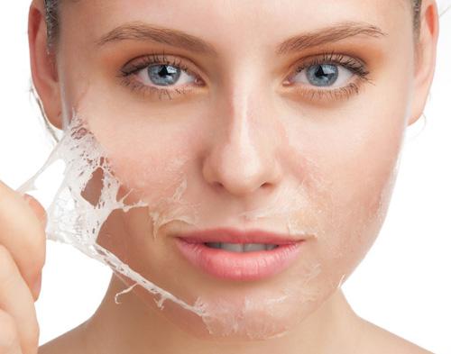 nếu bạn ăn uống đủ chất, dưỡng ẩm thường xuyên mà da vẫn khô, bong tróc thì có thể bạn đã bị tuyến giáp hoặc tiểu đường.