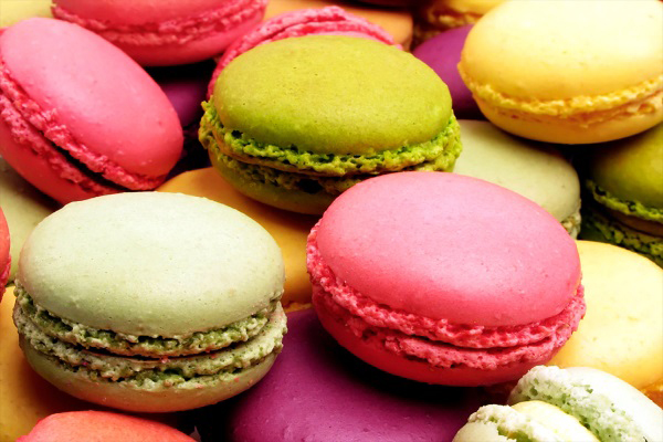 Các loại bánh ngọt, bánh cookie hay đặc biệt là macaron chứa rất nhiều đường, tuyệt đối không nên ăn vào buổi tối.