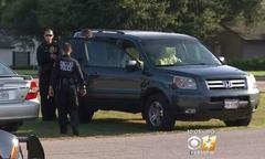 Bé 3 tuổi tử vong trên xe hơi vì bị bố mẹ bỏ quên