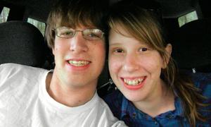 Cặp vợ chồng xin giảm tội cho kẻ sát hại con gái để vượt qua nỗi đau