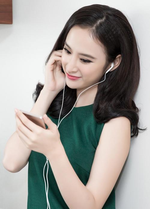 angela-phuong-trinh-duoc-cham-chut-dung-nhan-ky-luong-2