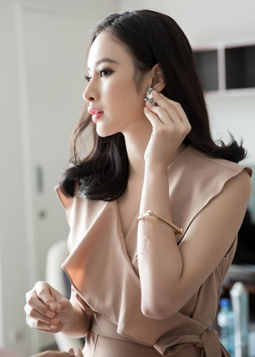 angela-phuong-trinh-duoc-cham-chut-dung-nhan-ky-luong-4