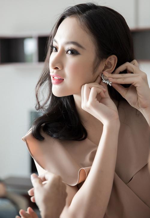 angela-phuong-trinh-duoc-cham-chut-dung-nhan-ky-luong-5