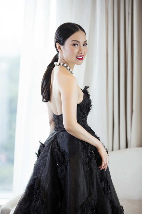 ha-phuong-khoe-ve-dep-sexy-cung-vay-ren-2