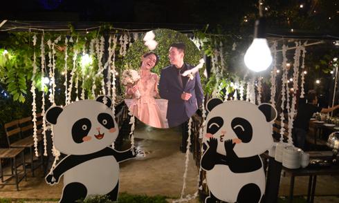 Lễ đính hôn style gấu panda của nữ tiếp viên hàng không xinh đẹp