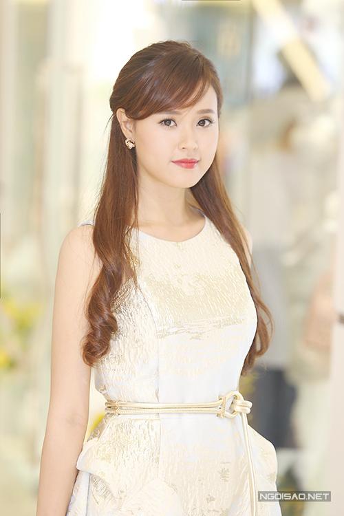 Chiều ngày 4/4, hot girl cùng các gương mặt quen thuộc của làng giải trí Việt đã góp mặt trong buổi giới thiệu của hàng thời trang mới của Phương My.