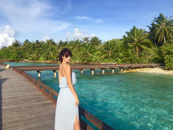 vo-chong-ha-anh-ngot-ngao-huong-trang-mat-o-maldive-4