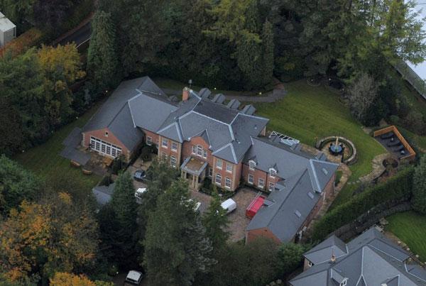Biệt thự nhà Rooney được coi như pháo đài với hệ thống an ninh chặt chẽ khiến trộm nản lòng.