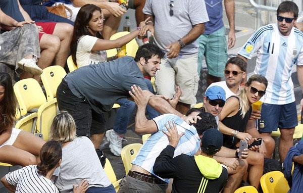 hai-cdv-danh-nhau-tung-bung-khi-xem-tennis-o-rio-1