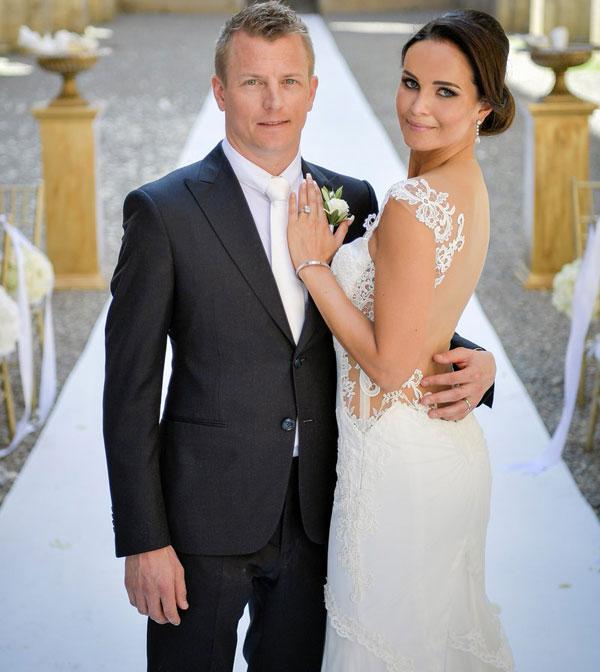 Tay đua người Phần Lan bảnh bao và phong độ bên cô dâu xinh đẹp.