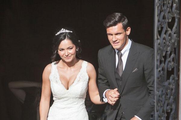 Dejan Lovren và Anita có chuyện tình yêu đẹp từ hồi tuổi teen, có cái kết đẹp bằng đám cưới ngọt ngào năm 2013.