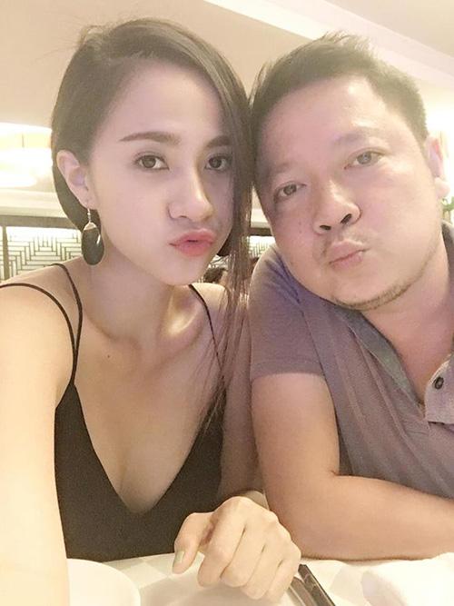 minh-phuong-hai-long-voi-cuoc-song-it-bon-chen-hanh-phuc-ben-chong-9