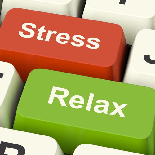 Khi cảm thấy tinh thần căng thẳng, mệt mỏi, hãy bật đĩa, nhún nhảy theo điệu nhạc hay dành 15 phút tập yoga thay vì tiến thẳng tới chỗ tủ lạnh.