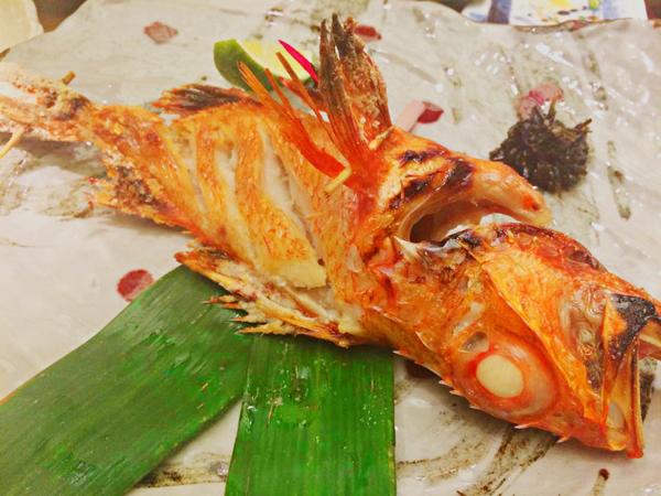 Nhà hàng có nhiều món cao cấp như cua Hoàng Đế, cá Tuyết, cá Kinki, tôm ngọt Amaebi và Botan Ebi, bụng cá ngừ Otoro& cùng những món ăn quen thuộc của ẩm thực Nhật.