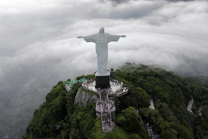 Hình ảnh từ trên cao của một Rio de Janeiro đầy sôi động