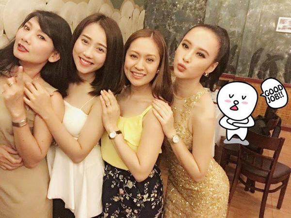 Angela Phương Trinh đăng ảnh hội ngộ chung với nghê sĩ Đặng Thuỵ Mỹ Uyên, Huỳnh Hồng Loan and Thuy Thi Thanh Le.