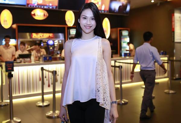 vo-chong-ly-hai-minh-ha-tron-4-con-di-xem-phim-3
