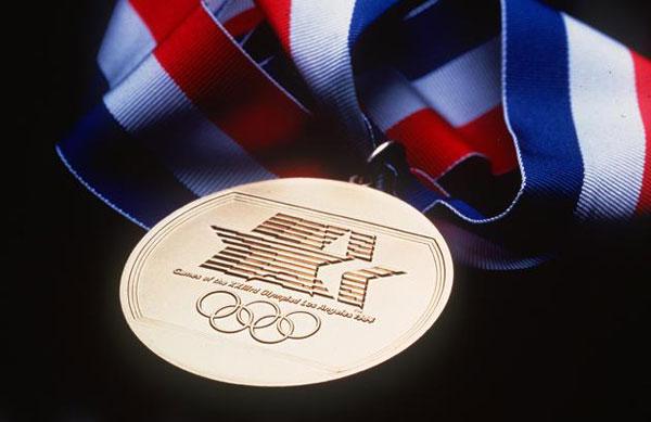 Một mặt của tấm huy chương Olympic Los Angeles 1984.
