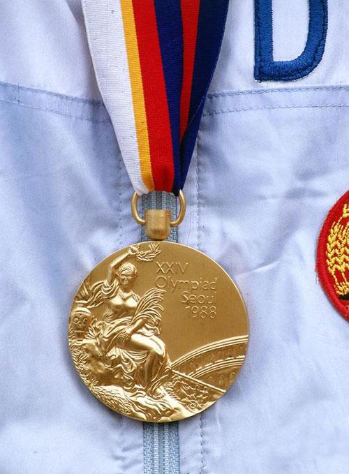 Cận cảnh tấm huy chương vàng tại Thế vận hội Seoul 1988.