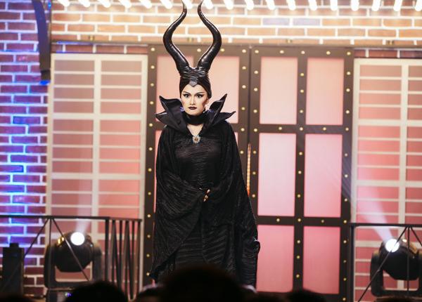 huong-giang-idol-4-lan-bien-hinh-trong-mot-show-2