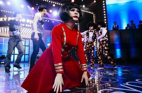 huong-giang-idol-4-lan-bien-hinh-trong-mot-show-7