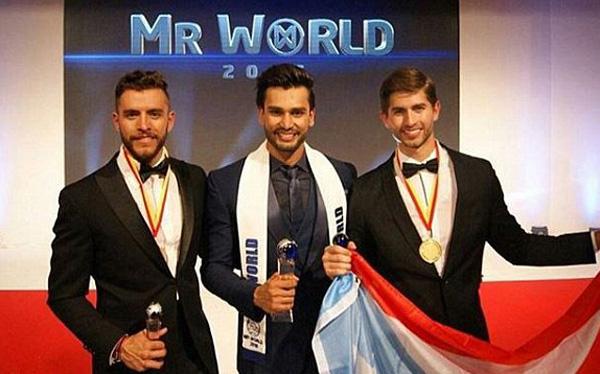 Trong cuộc thi năm nay, đại diện Ấn Độ, Puerto Rico và Mexico được lọt vào chung kết. Fernando Álvarez, 21 tuổi (phải) là Á vương 1 còn Aldo Esparza Ramírez, 26 tuổi (trái), người Mexico, giành Á vương 2.