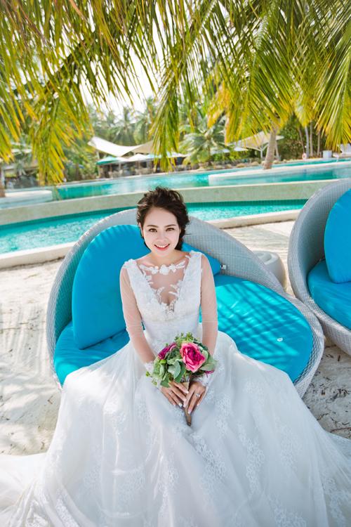 [Caption]Khi tìm địa điểm chụp ảnh cưới, Hà là người đầu tiên nghĩ đến Maldives bởi cô nàng vốn là một người yêu thích du lịch, muốn đi đến nơi mà bản thân chưa từng đến. Thêm nữa, nơi đây vốn nổi tiếng là thiên đường tình yêu, cả hai đều mong muốn sẽ cùng sánh vai bên người mình yêu thương đặt chân tới quốc đảo này.