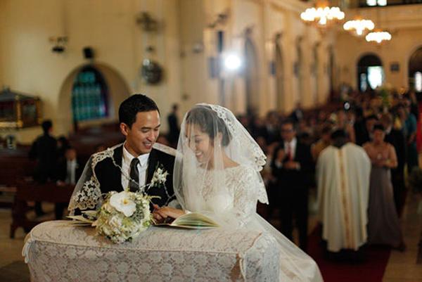 Tăng Thanh Hà và Louis Nguyễn trong đám cưới tại Phillipines.