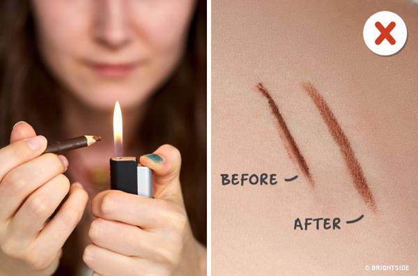 Mẹo: Biến chì kẻ mắt thành kẻ mắt nước bằng cách hơ gần ngọn lửa.