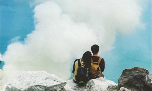 Chàng trai Việt chinh phục núi lửa đẹp như cõi mơ ở Indonesia