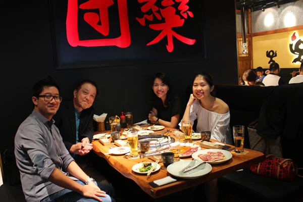 Ngoài thức ăn ngon và tươi mới, nhà hàng còn có một điểm cộng là phong cách phục vụ chuyên nghiệp, đúng phong cách Nhật Bản, làm hài lòng mọi thực khách.