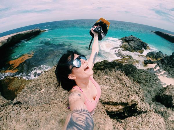 chieu-chup-anh-selfie-khi-du-lich-khong-nham-chan