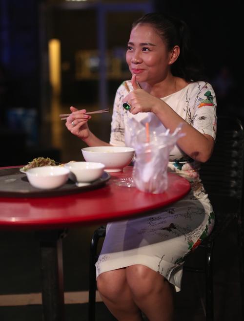 thu-minh-vua-an-vua-huong-dan-thi-sinh-vietnam-idol-5
