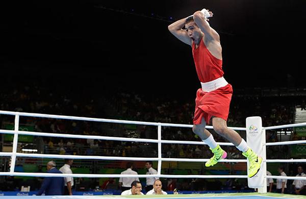 8-man-an-mung-an-tuong-va-hai-huoc-o-olympic-rio-1