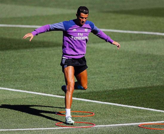 C. Ronaldo tập luyện trở lại, có vẻ đã bình phục chấn thương, sẵn sàng cho trận mở màn La Liga cuối tuần này.