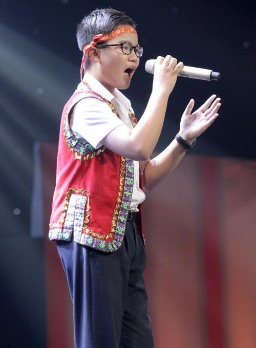 be-trai-que-ben-tre-khien-huan-luyen-vien-the-voice-kids-phat-cuong-9