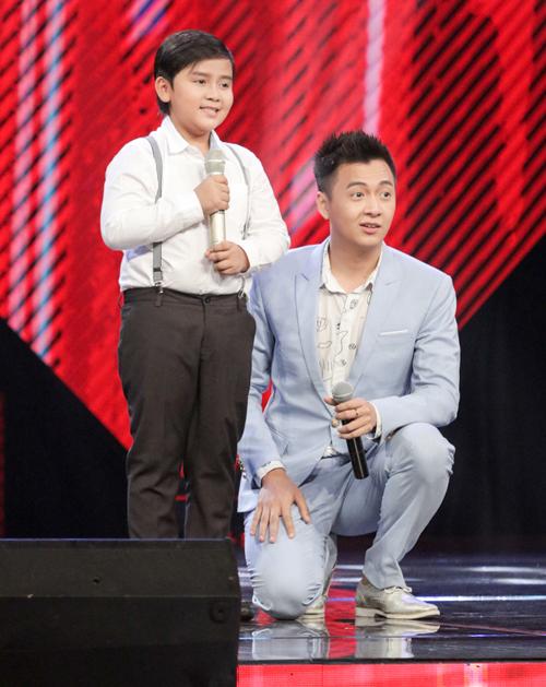 be-trai-que-ben-tre-khien-huan-luyen-vien-the-voice-kids-phat-cuong