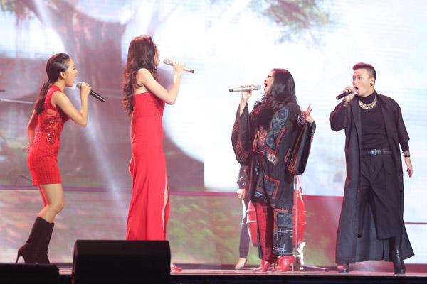 Thanh Lam và học trò Kiều Diễm trình bày ca khúc Ôi quê tôi.