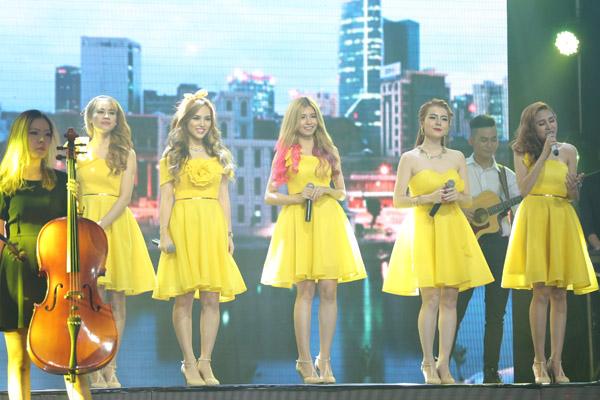 Nhóm S-Girl trình bày liên khúc Sài Gòn Hà Nội - Hồ Gươm sáng sớm.