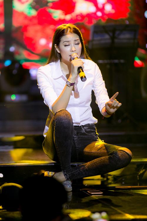Phạm Hương khoe giọng hát với ca khúc được viết riêng cho mình.