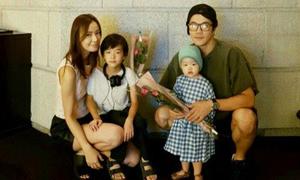 Kwon Sang Woo và hai con đem bất ngờ tới cho bà xã