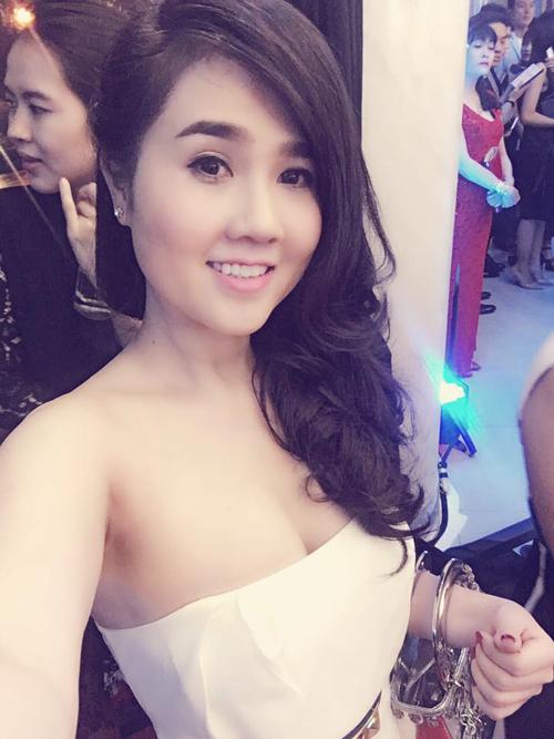 ve-sexy-kho-cuong-cua-chi-gai-ngoc-trinh-2